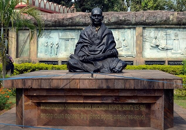 Pathani Samanta's bronze statue.<br /> <em>Photo credit: Pathani Samanta Planetarium - Fulldome Producer